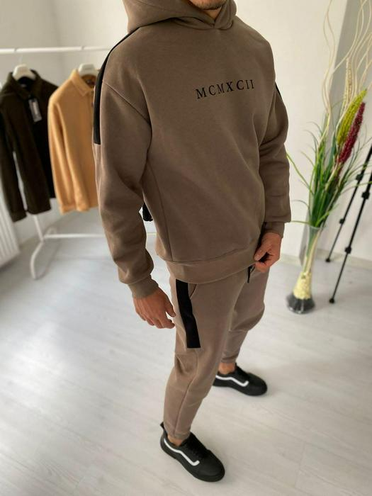 Tracksuits 1053597