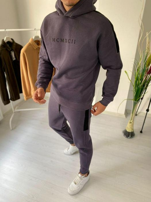 Tracksuits 1053594